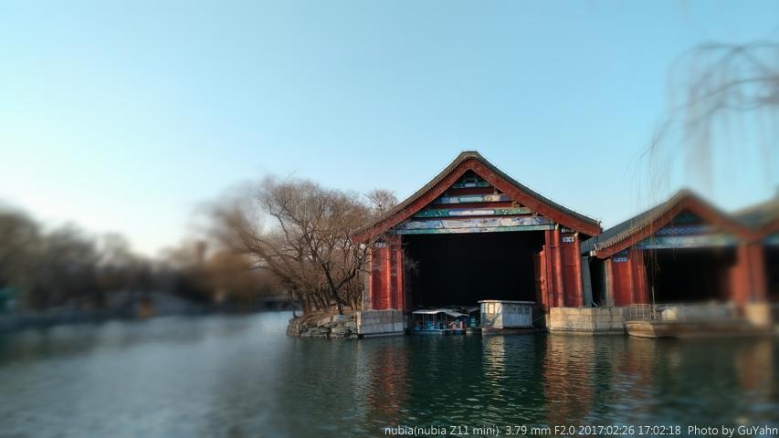 水上的红屋子