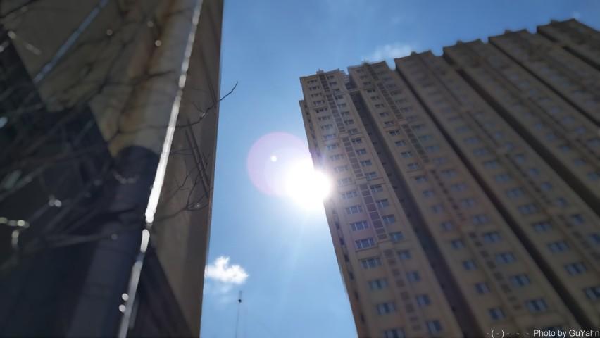 《北京中午的太阳-平西府地铁站》